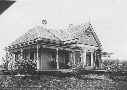 Ed _Pearl_Russell_farm_home_1_mile_west_001_500